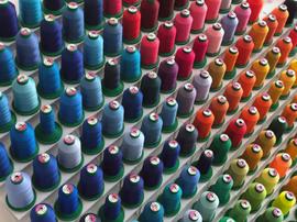 Garnfarben zur Auswahl für Stickerei
